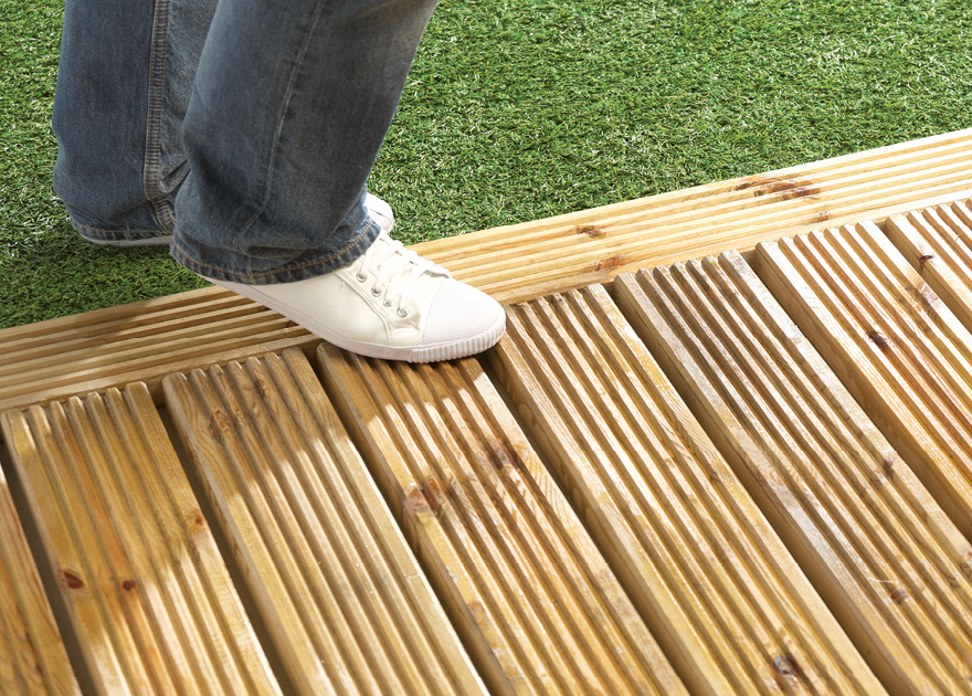 Anti slip deck coating blackfriar for Garden decking non slip